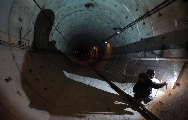 Первый в России двухпутный тоннель метро проложен в Петербурге